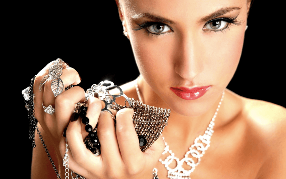 Fashion Accessories must-have for Woman